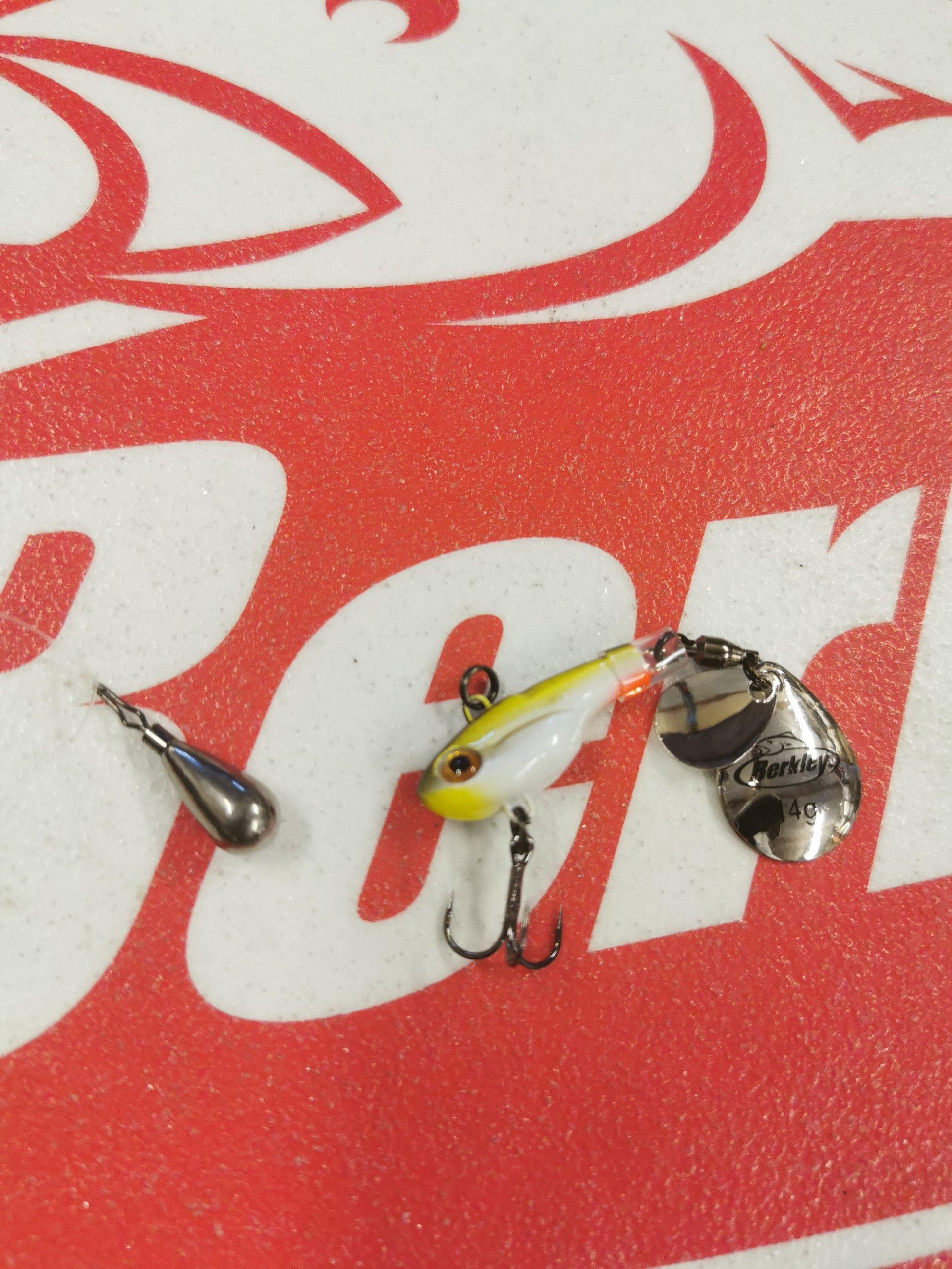 Wird ständig das Blei attackiert, kommen Metallköder wie Jig-Spinner zum Einsatz