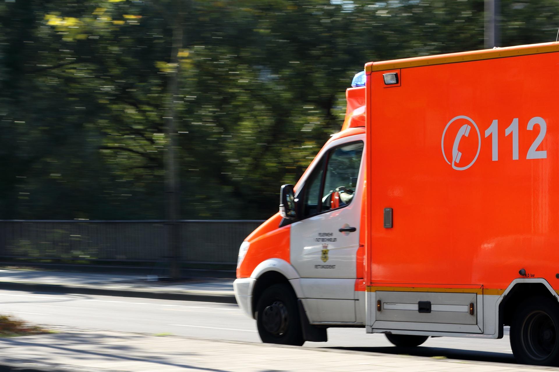 ambulance-970037_1920.jpg