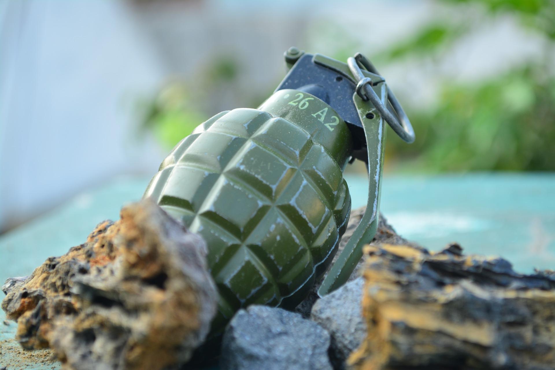 grenade-2380418_1920.jpg